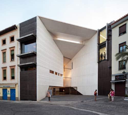 Ferulas transparentes de la ortodoncia Invisalign Granada